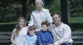 These family portraits may be the worst Photoshop fail of all time
